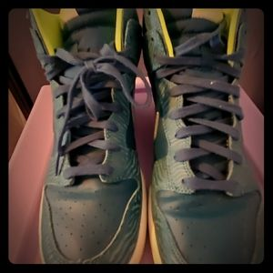 Nike blue and neon green  size 11 (43cm)